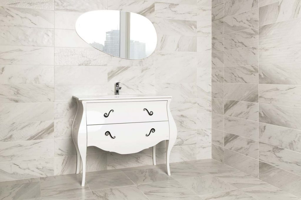 Marble effect wall & floor tiles in bedroom.